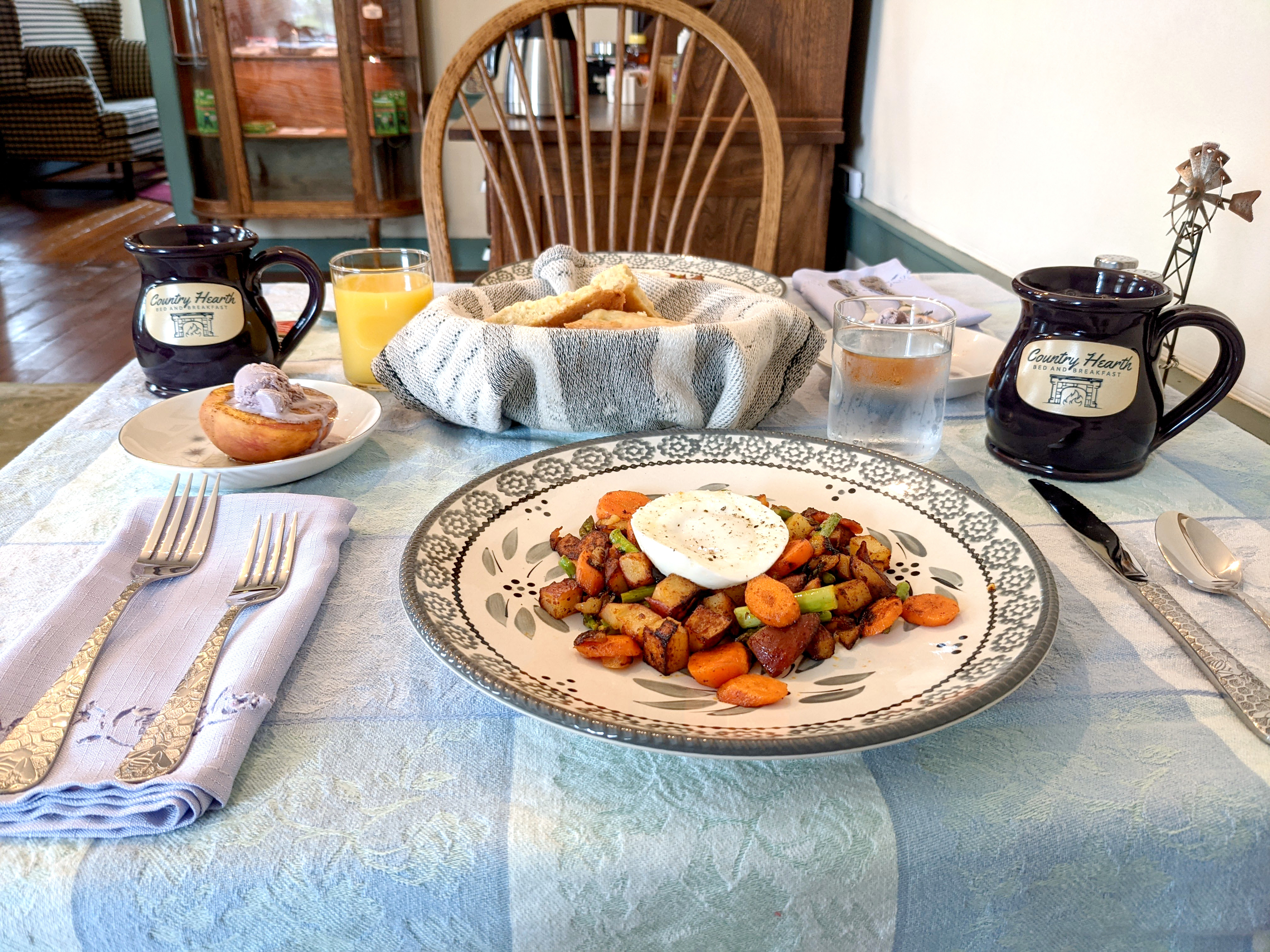 Poached egg and veggie hash